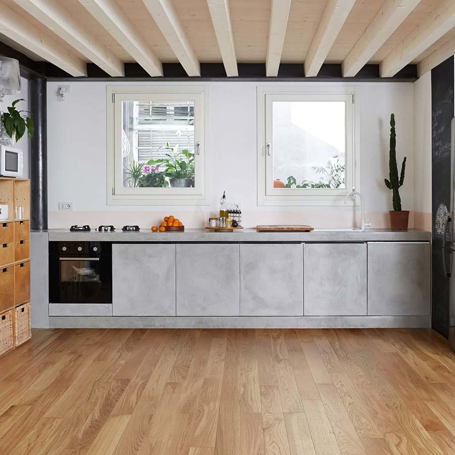 Trend vodoodporna betonska obloga brez fug ambienti - Piastrelle pavimento cucina ...